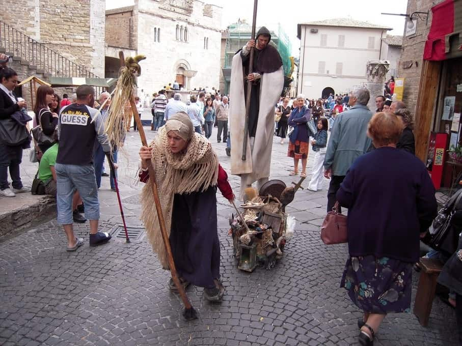 Tijdens de Mercato delle Gaite in Bevagna stap je terug in de Middeleeuwen