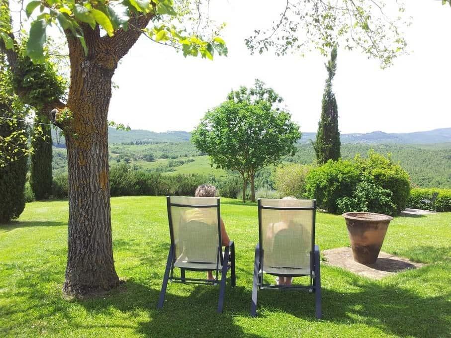 Genieten van de rust en de stilte op deze bijzondere plek in de tuin van Biblioteca, een appartement voor 2-5 personen
