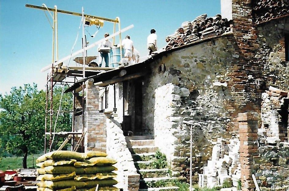 Het dak van het toekomstige vakantiehuis Polmone wordt vernieuwd