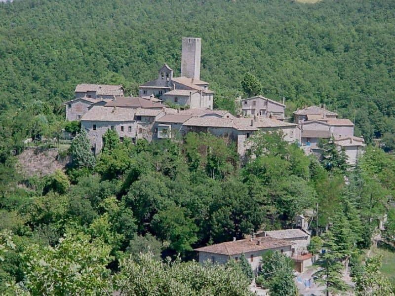 Rotecastello, een schilderachtig middeleeuws dorpje dichtbij