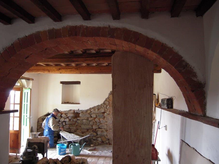 Restauratiewerkzaamheden om het zo authentiek en puur mogelijk te houden, appartement Simpatica
