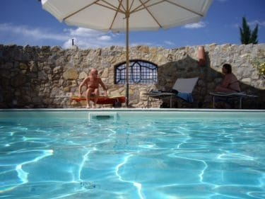 Op adem komen bij het zwembad van Polmone Turismo Verde vakantie appartementen in Umbrië