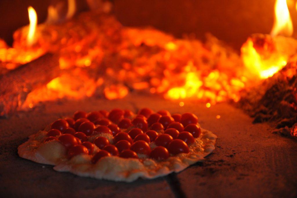 Echter tot onze grote verbazing schoven onze italiaanse kennissen meer dan de helft van de ingrediënten van hun pizza af
