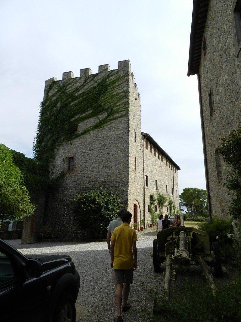 De uitkijktoren van het kasteel in Umbrië waar je kunt wijnproeven