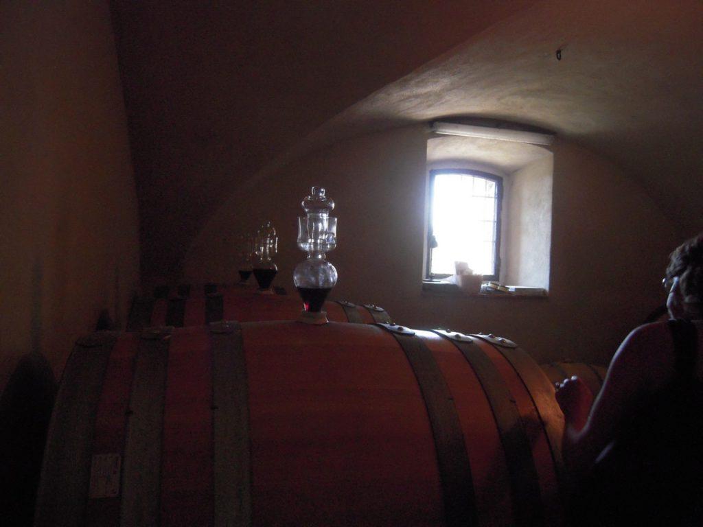 De wijn rijpt in barriques en tonneaux