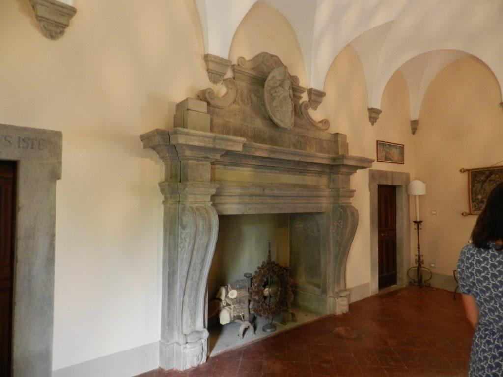 De oorspronkelijke schouw van het kasteel in Umbrië