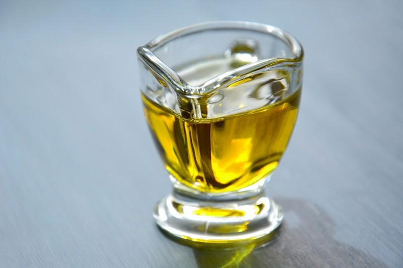 De smaak van olijfolie wordt mede bepaald door hoe de olijfolie wordt gemaakt