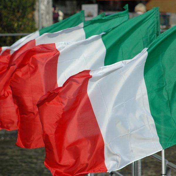 De italiaanse vlag staat symbool voor het leven in Italië