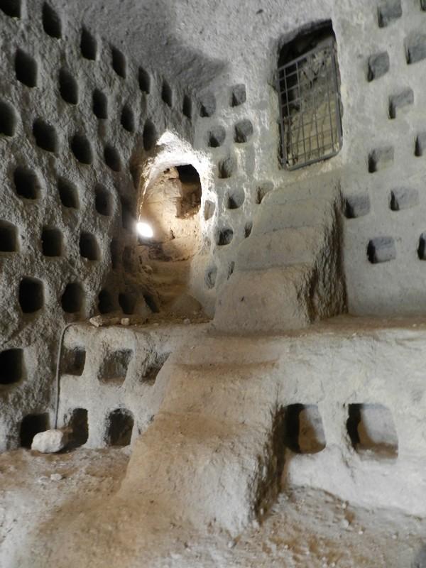 Uitgegraven duivenhokken in de tufsteen grotten onder Orvieto